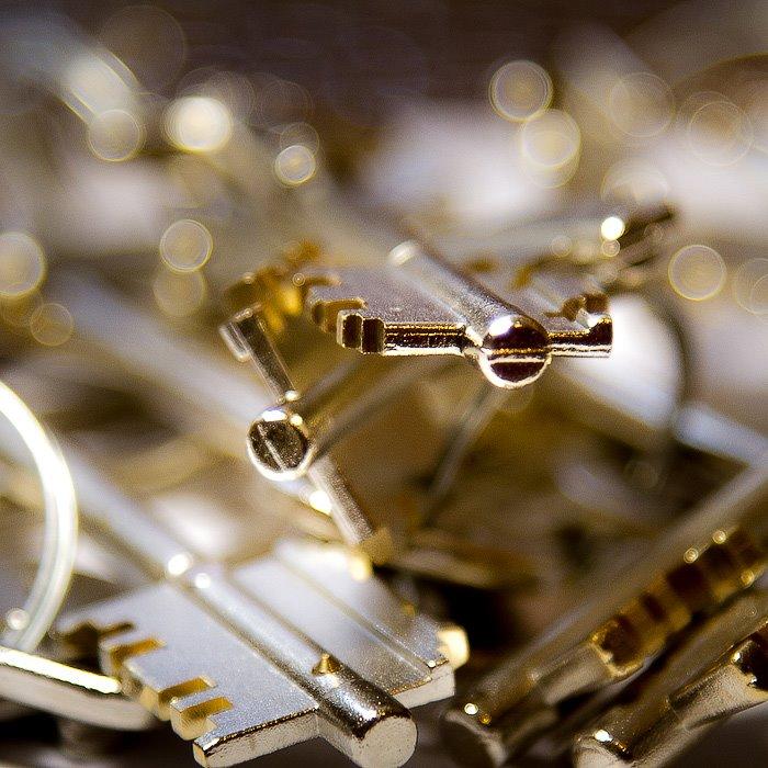 сувальдні ключі із магнітним рухомим піном